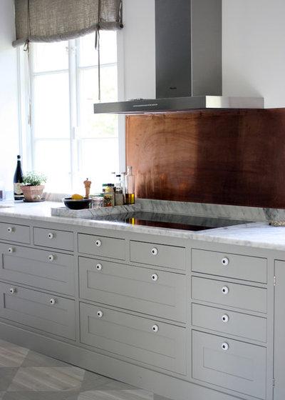 Nyklassisk Kök by Lisa Grape Interior Design