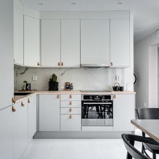 Idéer för stora nordiska kök, med släta luckor, grå skåp, träbänkskiva och målat trägolv