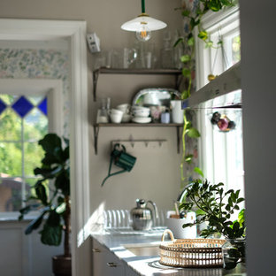 Farmhouse kitchen inspiration - Example of a country kitchen design in Stockholm