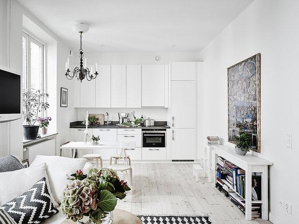 Scandinavian Kitchen by Entrance Fastighetsmäkleri