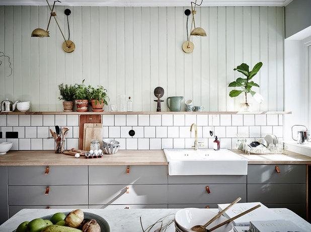 Country Kitchen by Entrance Fastighetsmäkleri
