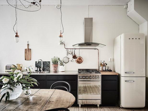 Industrial Kitchen by Entrance Fastighetsmäkleri
