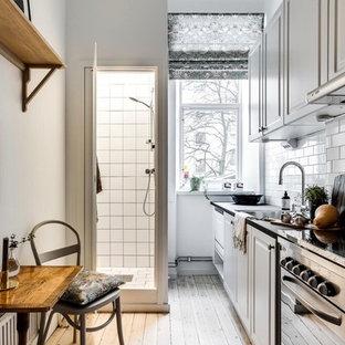 Small scandinavian kitchen ideas - Small danish kitchen photo in Stockholm