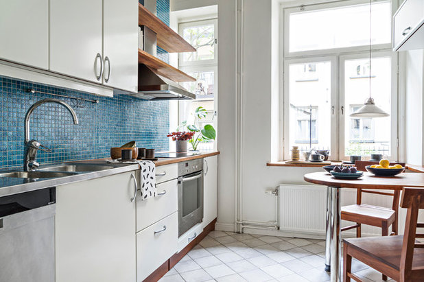 Contemporary Kitchen by Jenny André Designing