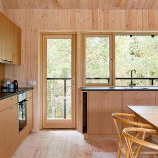Minimalistisk inredning av ett kök