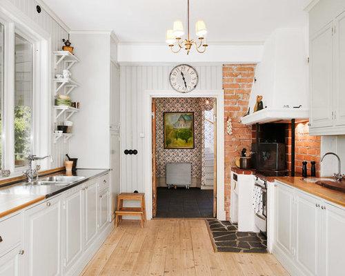 Kök kök klassisk : Foton och inspiration för klassiska kök och matrum, med ljust trägolv