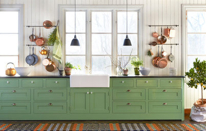 7 Reasons to Hang Your Pots and Pans on a Rail