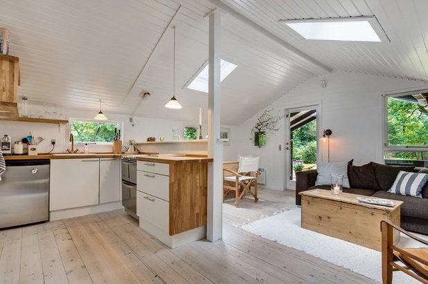 Scandinavian Kitchen by Fotograf Pia Vestergård Simms