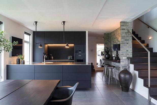 コンテンポラリー キッチン by Kubik Indretning Aps