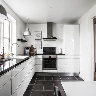 hvidt grebsløst køkken