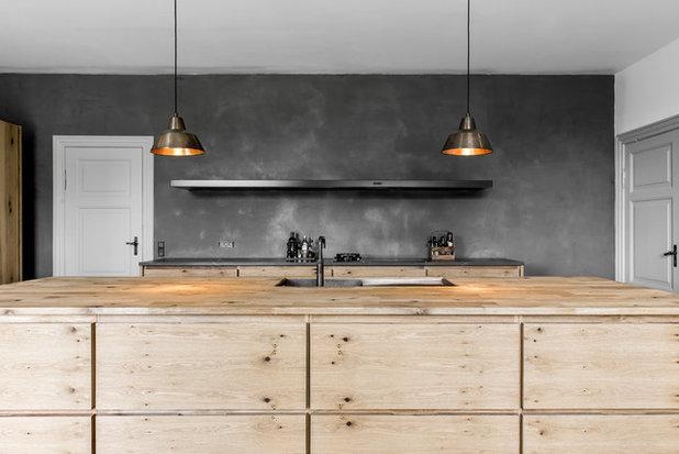 Modern Kitchen by køkkensnedkeren