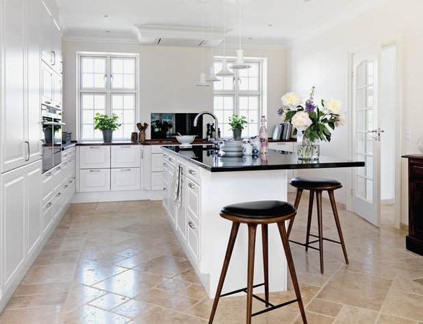 Country Kitchen by JKE Design