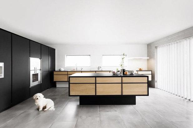 Contemporary Kitchen by Garde Hvalsoe