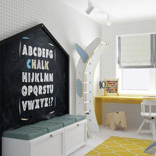 Diseño de habitación de bebé niño nórdica, de tamaño medio, con paredes multicolor y suelo de baldosas de porcelana