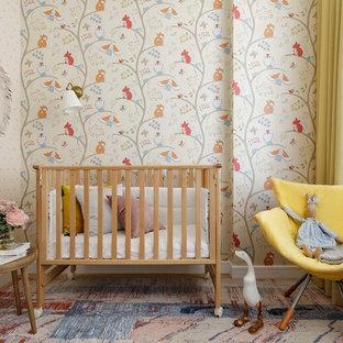 Свежая идея для дизайна: комната для малыша в стиле современная классика с разноцветными стенами для девочки - отличное фото интерьера