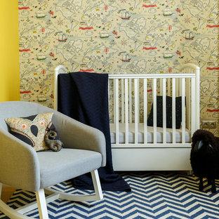 Новый формат декора квартиры: комната для малыша в современном стиле с разноцветными стенами, ковровым покрытием и синим полом для девочек или мальчиков