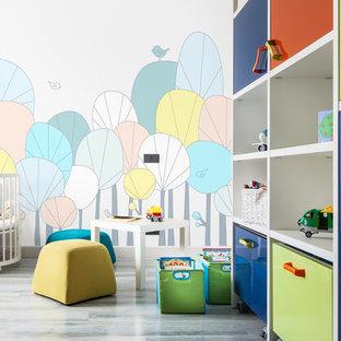 Réalisation d'une chambre de bébé garçon design de taille moyenne avec un sol en liège, un sol gris et un mur multicolore.