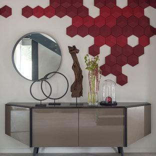 Выдающиеся фото от архитекторов и дизайнеров интерьера: коридор в современном стиле с белыми стенами и серым полом