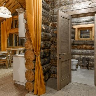 На фото: коридоры в стиле рустика с коричневыми стенами
