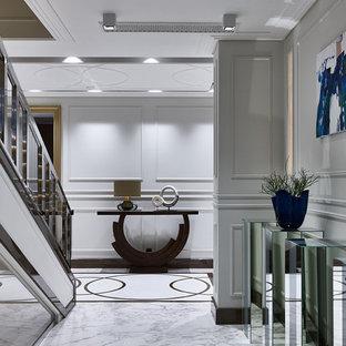 Новые идеи обустройства дома: коридор в современном стиле с серыми стенами и серым полом