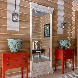 Свежая идея для дизайна: коридор в стиле кантри с бежевыми стенами и бежевым полом - отличное фото интерьера