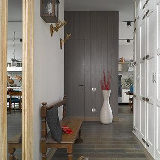 Hallway - 1950s hallway idea in Moscow