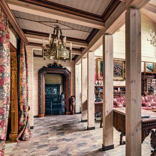 Свежая идея для дизайна: большой коридор в стиле рустика с бежевыми стенами и бежевым полом - отличное фото интерьера