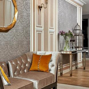Создайте стильный интерьер: коридор среднего размера в классическом стиле с паркетным полом среднего тона и серыми стенами - последний тренд
