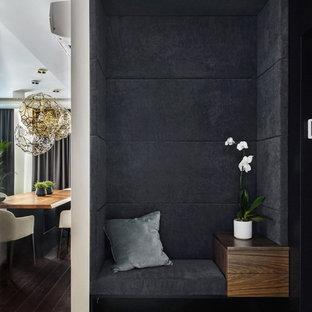 Стильный дизайн: коридор в современном стиле с серыми стенами, бетонным полом и серым полом - последний тренд