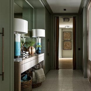 Пример оригинального дизайна: коридор среднего размера в современном стиле с зелеными стенами, полом из терраццо и белым полом
