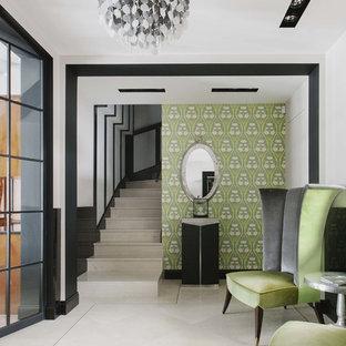 Свежая идея для дизайна: коридор в стиле фьюжн с бежевым полом - отличное фото интерьера