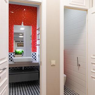 Свежая идея для дизайна: коридор в современном стиле с бежевыми стенами, темным паркетным полом и коричневым полом - отличное фото интерьера