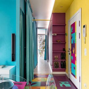 Aménagement d'un couloir contemporain.