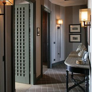 Создайте стильный интерьер: коридор в классическом стиле с серыми стенами - последний тренд