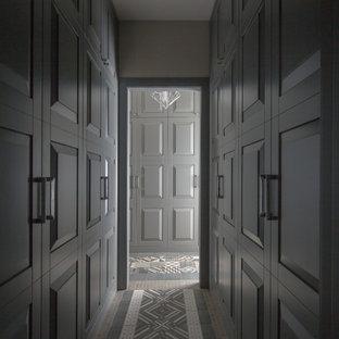 Свежая идея для дизайна: коридор в современном стиле - отличное фото интерьера