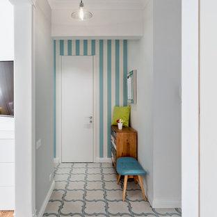 Создайте стильный интерьер: коридор в скандинавском стиле с белыми стенами и серым полом - последний тренд