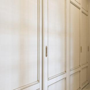 Idéer för stora funkis hallar, med grå väggar, klinkergolv i keramik och grått golv