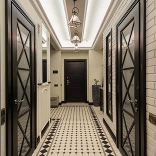 Новые идеи обустройства дома: коридор в стиле современная классика с белыми стенами