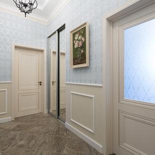 Свежая идея для дизайна: коридор среднего размера в стиле современная классика с синими стенами и бежевым полом - отличное фото интерьера