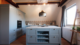 Blaugraue Küche im Landhausstil