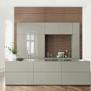 bulthaup b3 in gloss varnish matched with walnut wall panels