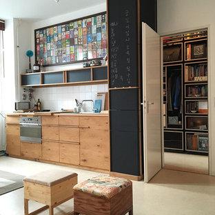 Idée de décoration pour une petite cuisine ouverte linéaire asiatique avec un évier posé, un placard à porte plane, des portes de placard en bois brun, une crédence blanche, une crédence en carreau de céramique, un électroménager en acier inoxydable et aucun îlot.