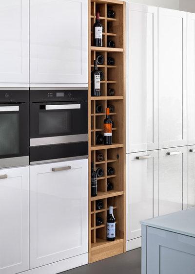 Decorativos botelleros para disfrutar de una copa de vino for Cocinas diminutas