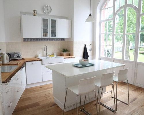klassische k che mit k chenr ckwand in beige ideen bilder. Black Bedroom Furniture Sets. Home Design Ideas