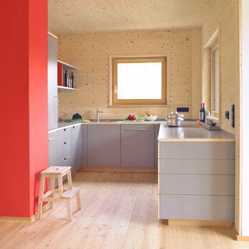 Eine Küche im Holzhaus