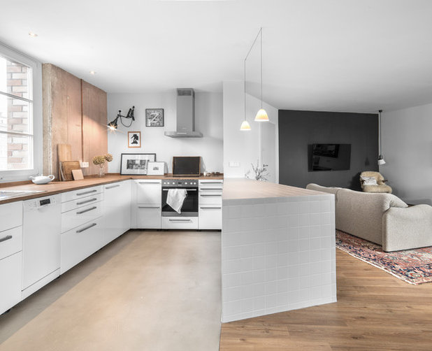 Eclectic Kitchen by Studio Plietsch
