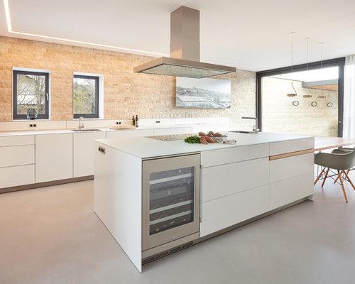 Geschlossene, Große Moderne Küche In L Form Mit Integriertem Waschbecken,  Flächenbündigen Schrankfronten,