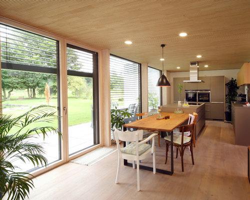 Offene, Große Moderne Küche In L Form Mit Flächenbündigen Schrankfronten,  Kücheninsel, Einbauwaschbecken