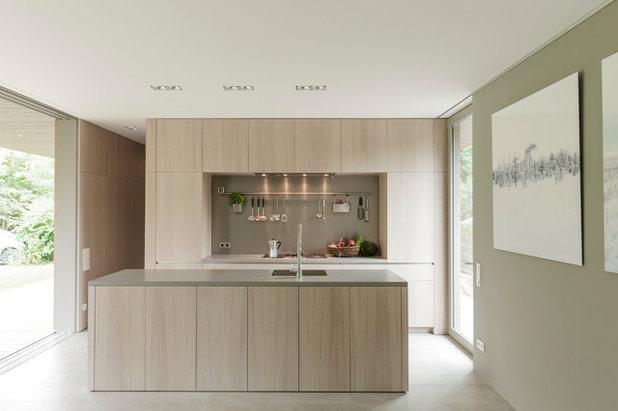 モダン キッチン by 2D+ Architekten