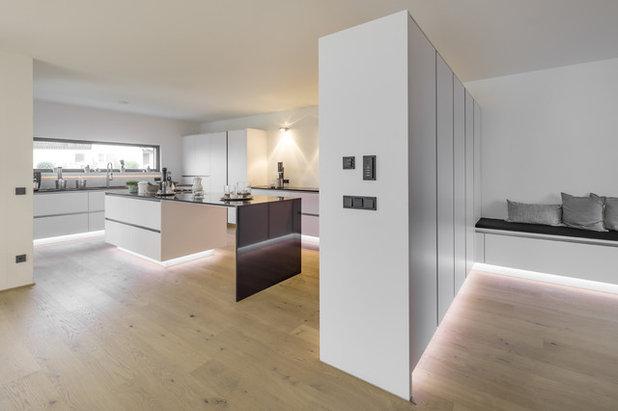 Modern Küche by arc-studio carnevale architekten und ingenieure